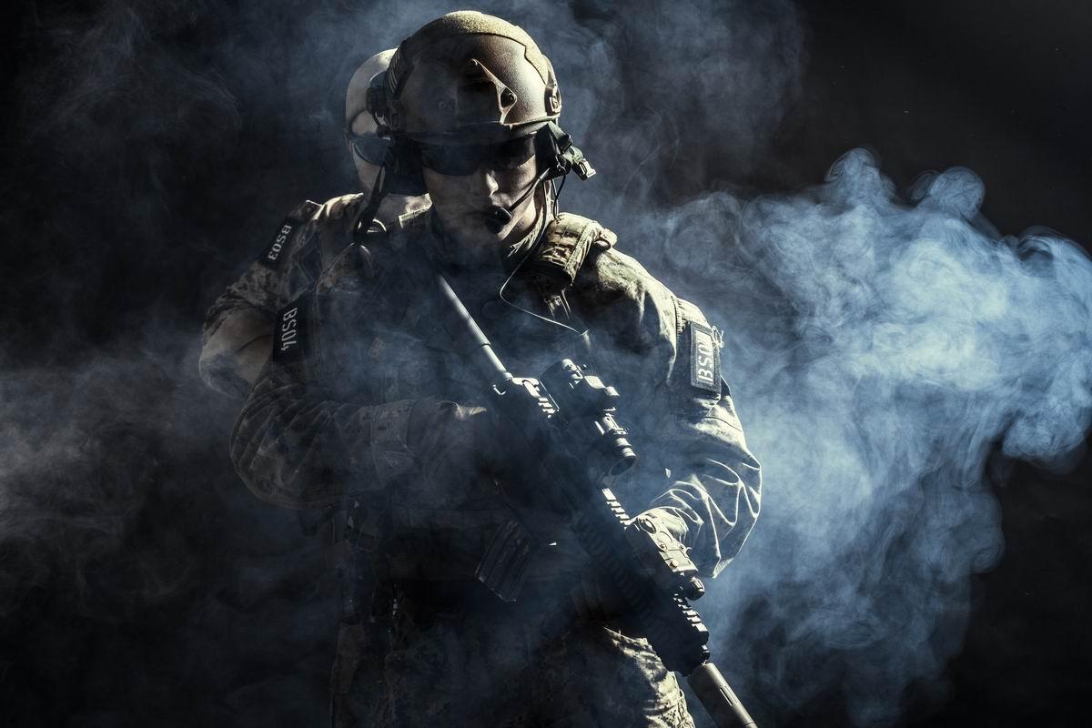 Tenues et vêtements pour les forces de l'ordre